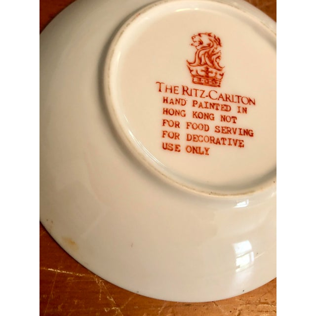 Ceramic Mid-20th Century Ritz Carlton Imari Coral Butterfly and Gold Accented Bowl For Sale - Image 7 of 8