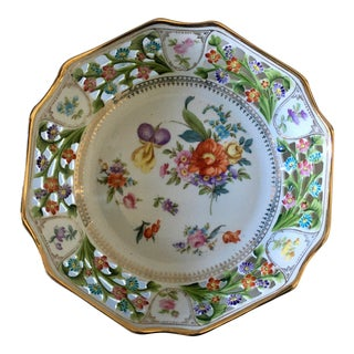 Early 20th Century Bavarian Reticulated Bowl With Handpainted Floral Designs For Sale