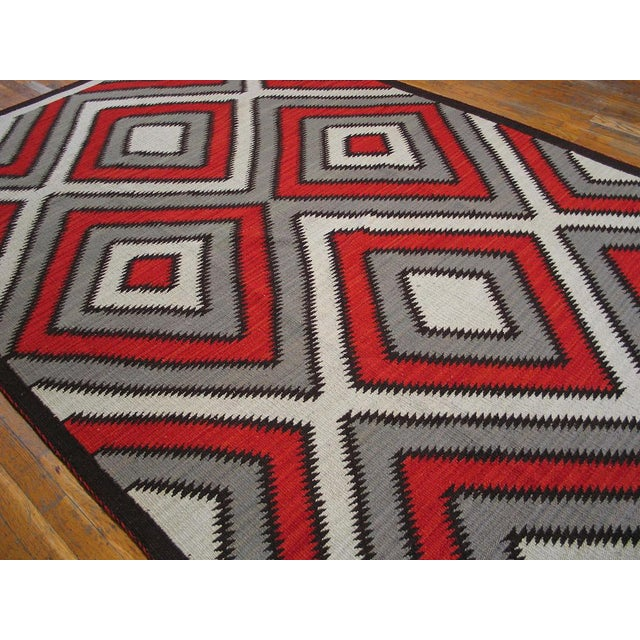 This rug is excellent, beautiful red rises above a white natural background . Gently bordered in gray feather tips so as...