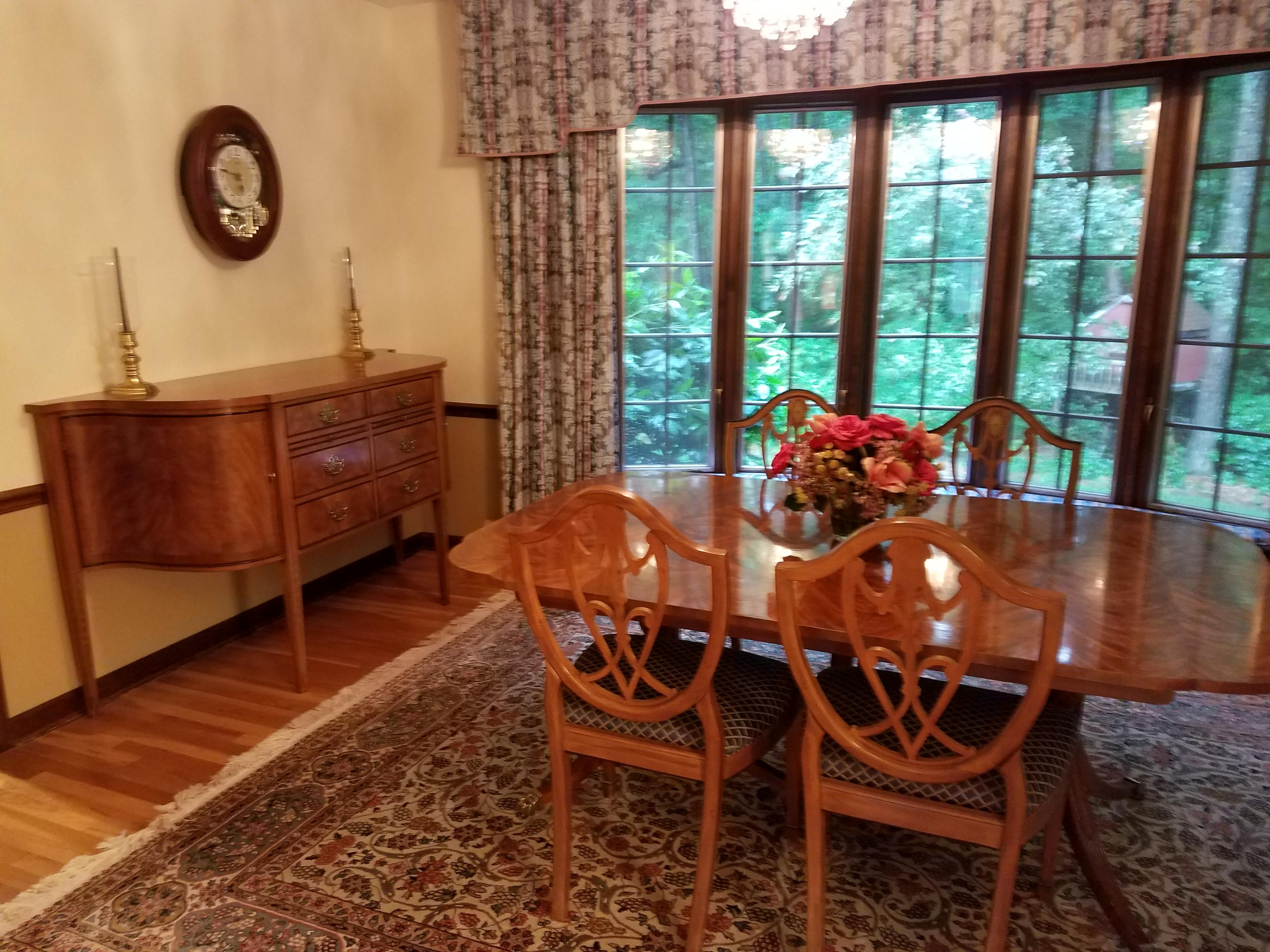 Traditional Drexel Heritage Double Pedestal Flame Mahogany Dining Set For  Sale   Image 3 Of 7