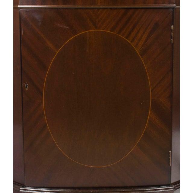 1960s Georgian Mahogany Narrow Bow Front Corner Cabinet Cupboard For Sale In Atlanta - Image 6 of 12