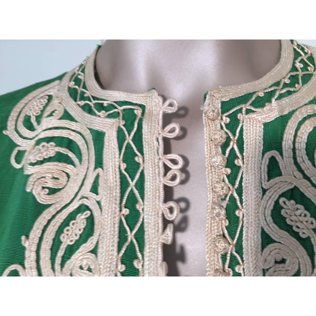 Moroccan Caftan Emerald Green Silk Kaftan Size S to M For Sale In Los Angeles - Image 6 of 10