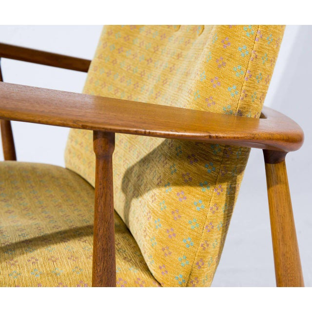 Tan Pair of Finn Juhl SW-86 Lounge Chairs For Sale - Image 8 of 10