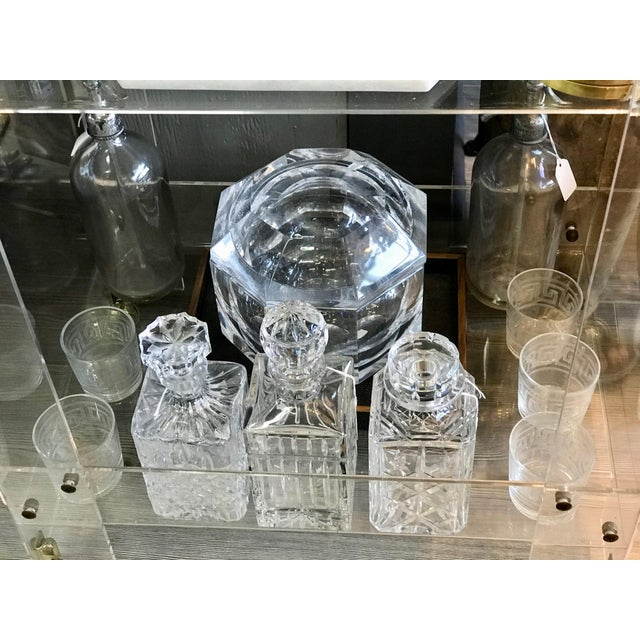 1970's Vintage Lucite Ice Bucket & Attache Swing Lid For Sale - Image 4 of 9