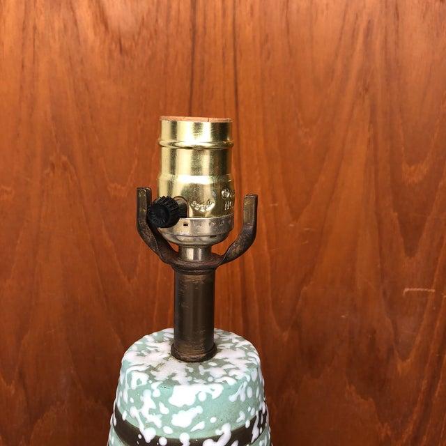 Mid-Century Modern Vintage 1960s Mid Century Modern Ceramic Table Lamp. For Sale - Image 3 of 7