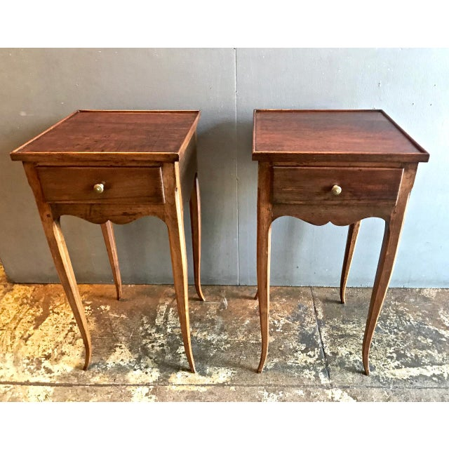 This is a very hard-to-find pair of French Provincial petites commodes. The commodes feature solid walnut construction,...