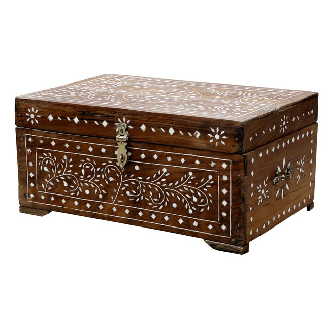 Simple yet elegant vine designs made from individual bone inlaid pieces, this petite storage box is the perfect hide-away...