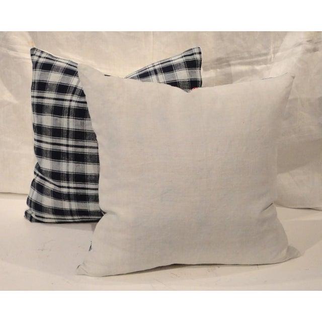 Pair of 19thc Blue & White Homespun Woven Linen Pillows For Sale - Image 4 of 5