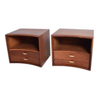 Mid Century Modern Pair of Curved Walnut Nightstands by Paul Frankl for John Stuart Ny For Sale