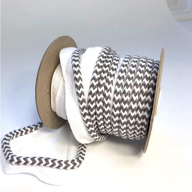 "2010s Braided 1/4"" Indoor/Outdoor Cord in White/Gray For Sale - Image 5 of 9"