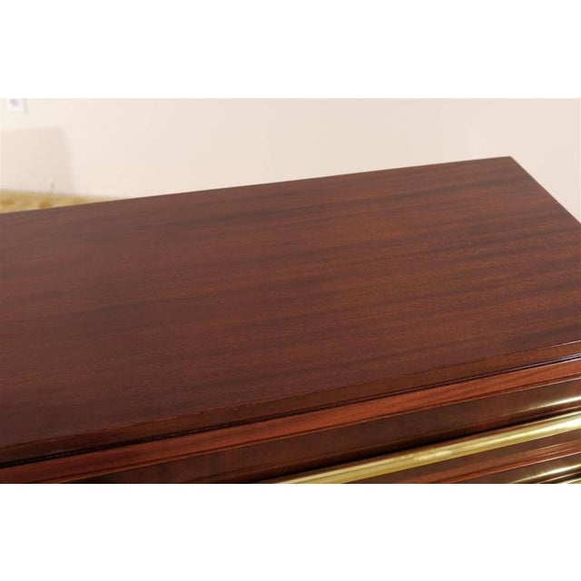 1930s Signed Andre Sornay Chest in Ribbon Mahogany and Brass For Sale - Image 5 of 11