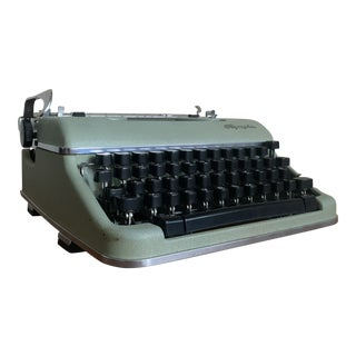 Vintage Late 1950s Mint Green Olympia Sm-4 Model Typewriter For Sale