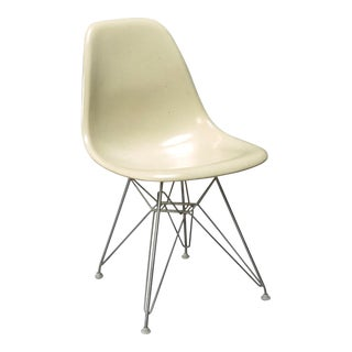 Charles Eames Fiberglass Shell Chair for Herman Miller With Original Eiffel Base For Sale