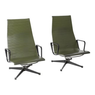Charles & Ray Eames Ea124 Lounge Chairs in Green Leather by Herman Miller - 1970s For Sale