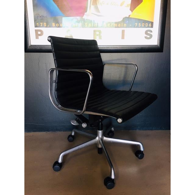 Charles Eames Eames Management Aluminum Chair For Sale - Image 4 of 11