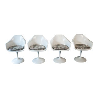 1970s Vintage Saarinen Style White Tulip Dining Chairs - Set of 4 For Sale