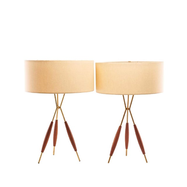 Gerald Thurston Mid-Century Gerald Thurston Tripod Table Lamps With Silk Shades - a Pair For Sale - Image 4 of 4