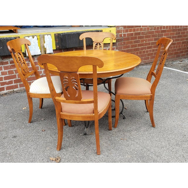 This is a very nice vintage 1990s Ethan Allen Legacy Collection round dining room table with 4 matching side chairs,...