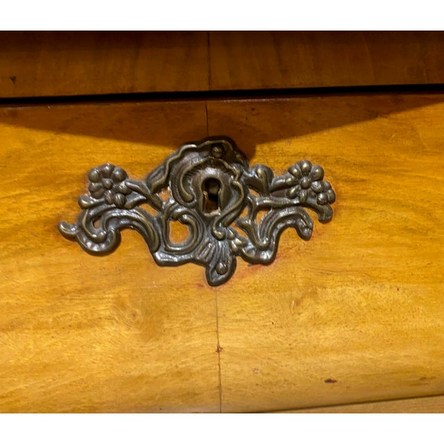 Early 20th Century Dutch Walnut Bombe Breakfront For Sale - Image 5 of 6
