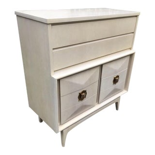 1960s Vintage United Furniture Diamond Front Lowboy For Sale