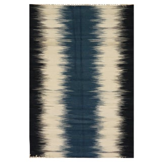 Navy & Ivory Indian Kilim - 4′7″ × 6′7″ For Sale