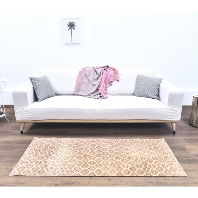 Turkish 1960s Honeycomb Neutral Ivory Turkish Hand-Knotted Runner For Sale - Image 3 of 10