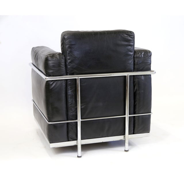 Black Vintage Le Corbusier Style Black Leather Club Chair From Jfk Concorde Room For Sale - Image 8 of 11