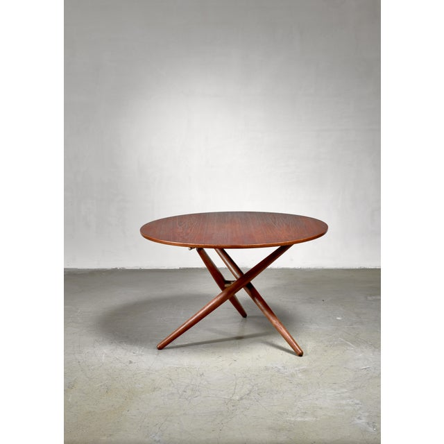A height-adjustable teak table, designed by Jürg Bally for Wohnhilfe, Switzerland in 1951. The 100 cm diameter top rests...