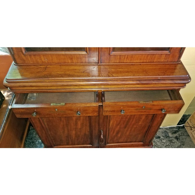 Brown 19th Century British William IV Mahogany Bookcase of Neat Proportions For Sale - Image 8 of 10