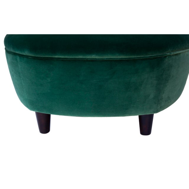 1940s Pair of Emerald Green Velvet Channel Back Chairs After Billy Haines For Sale - Image 5 of 12