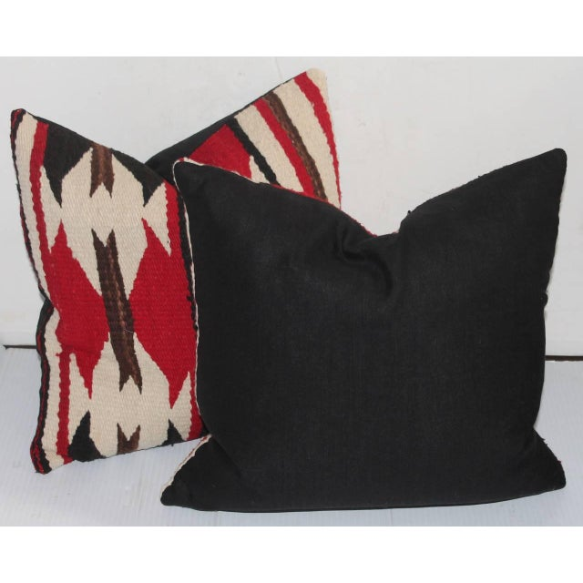 Native American Pair of Strong Geometric Navajo Weaving Pillows For Sale - Image 3 of 3