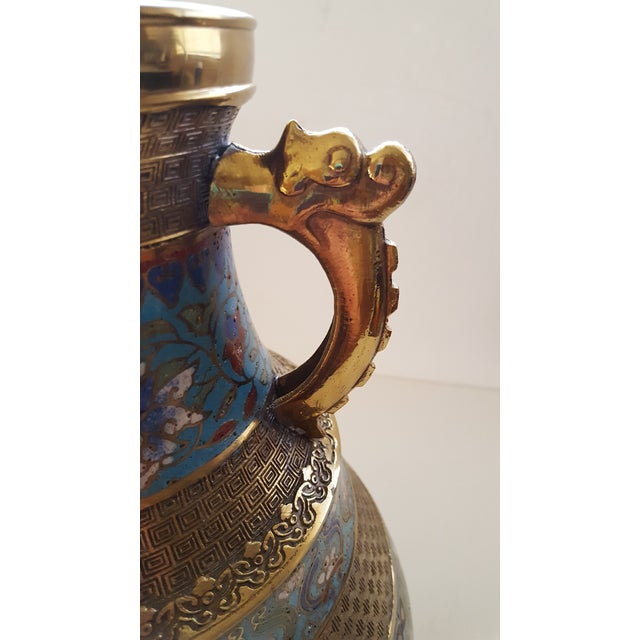 1900 - 1909 Vintage Japanese Cloisonne Brass and Hand Painted Enamel Double Handle Vase For Sale - Image 5 of 8