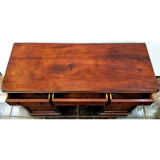 C. 1760 English Georgian Mahogany Kneehole Pedestal Desk / Library Table For Sale - Image 4 of 12