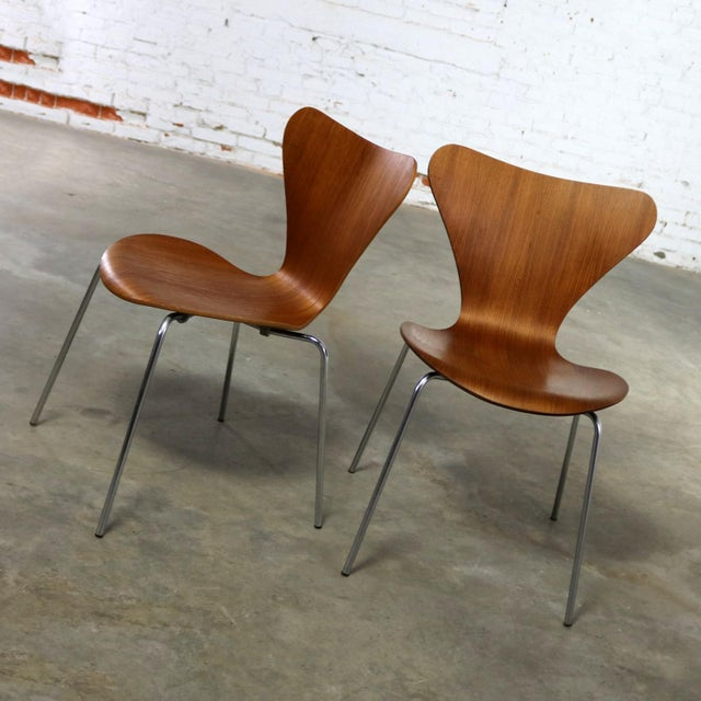 Danish Modern Series 7 Chairs by Arne Jacobsen for Fritz Hansen Vintage MCM Molded Teak a Pair For Sale - Image 3 of 13