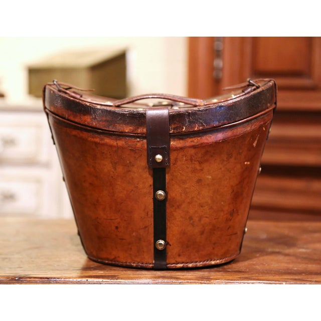 Brown Mid-19th Century French Oval Pigskin Leather Top Hat Box From Paris For Sale - Image 8 of 11
