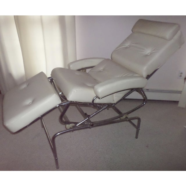 This is a magnificent vintage massage chair by LAMA. Made in France in the 1960s. Industrial design chair to lounge, read,...