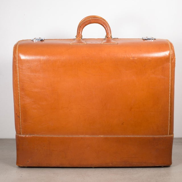 "Mid-Century Modern Vintage ""The Colonel"" Leather Luggage C.1950-1960 For Sale - Image 3 of 13"