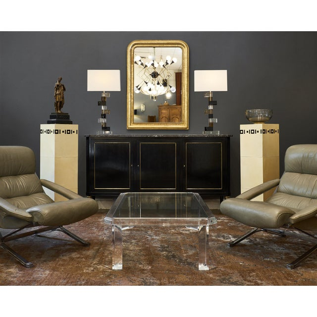 A pair of French Art Deco pedestal columns with a minimalist Art Deco pattern on its top.