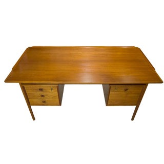 1960s Vintage Mid-Century Modern Teak Executive Desk For Sale
