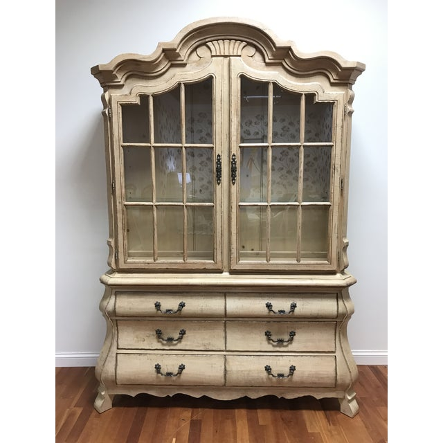 Late 20th Century Drexel Heritage Breakfront China Cabinet For Sale - Image 13 of 13
