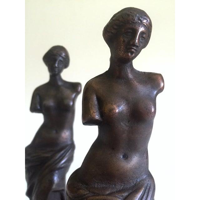 "Vintage 1920's Rare "" Venus De Milo "" Cast Iron Bronze Neoclassical Bookend Statues - a Pair For Sale In Kansas City - Image 6 of 13"