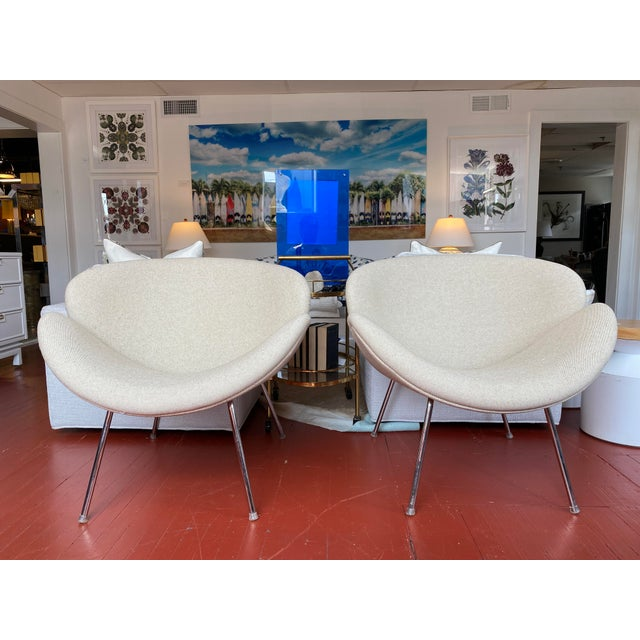 Pair of gorgeous vintage tulips chairs, with newly upholstered