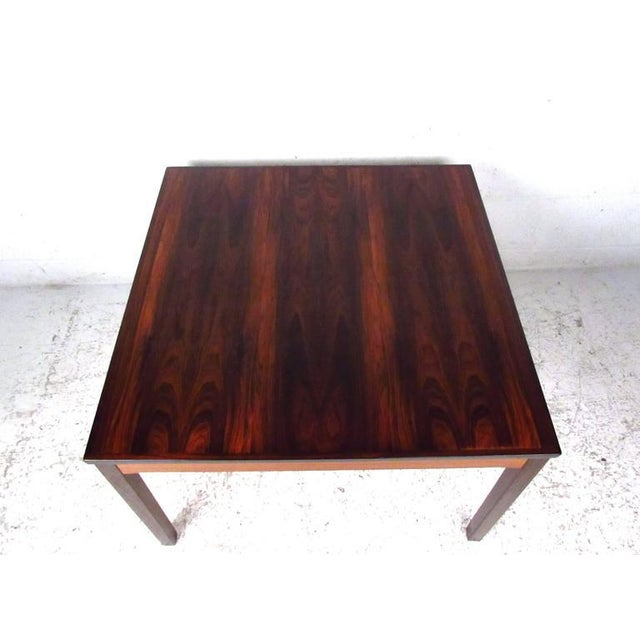 This Norwegian rosewood coffee table by Bruksbo offers a rich natural rosewood finish, with wonderfully banded lightened...