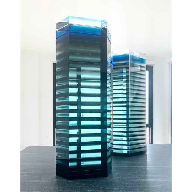 """Modern 1980s Patrick Curran Art Glass Sculptures, """"Linear Towers"""" - a Pair For Sale - Image 3 of 7"""