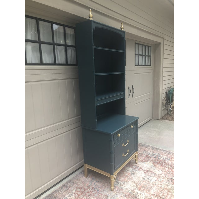 1960s Vintage Thomasville Bachelors Chest With Shelf For Sale - Image 5 of 11