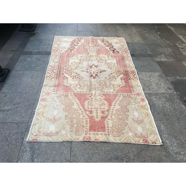 1960s 1960s Vintage White Turkish Rug- 3′9″ × 6′9″ For Sale - Image 5 of 11