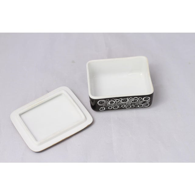 Vintage Black and White Hollohaza Hungarian Covered Box - Image 6 of 9