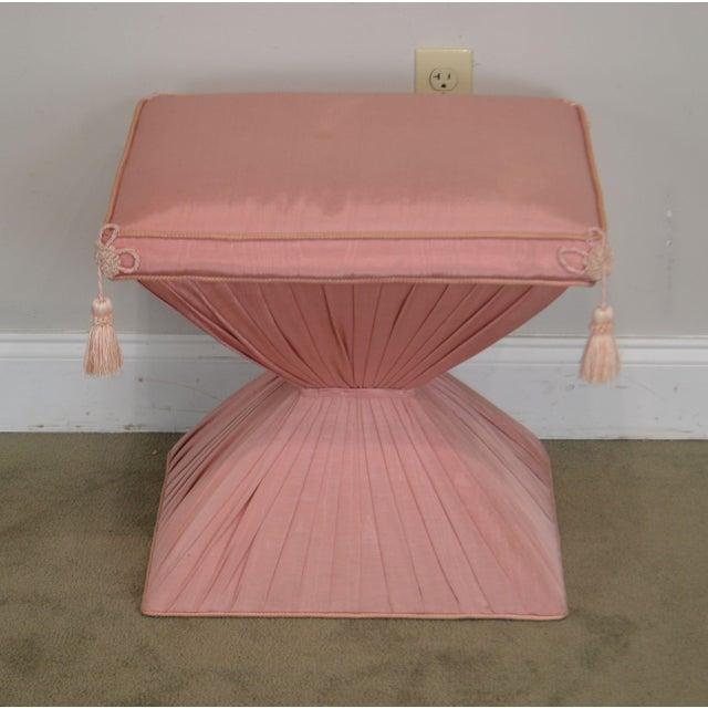 Dorothy Draper Hollywood Regency Pair Vintage Pink Upholstered Stools For Sale - Image 4 of 12