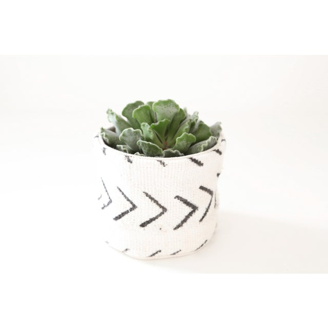 Mid-Century Modern Vintage African Textile White Chevron Mudcloth Planter For Sale - Image 3 of 6