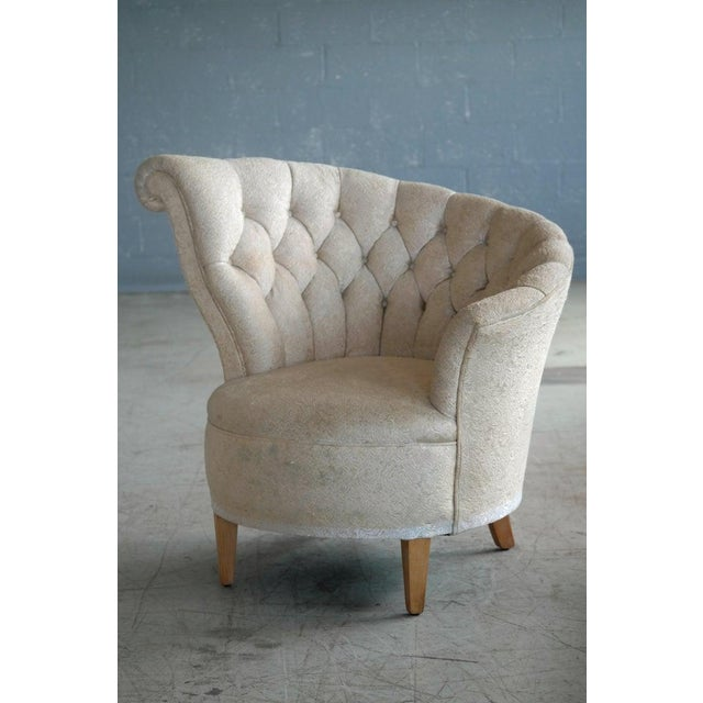 1940s 1940s Hollywood Regency Asymmetrical Fan Back Tufted Lounge Chair For Sale - Image 5 of 9